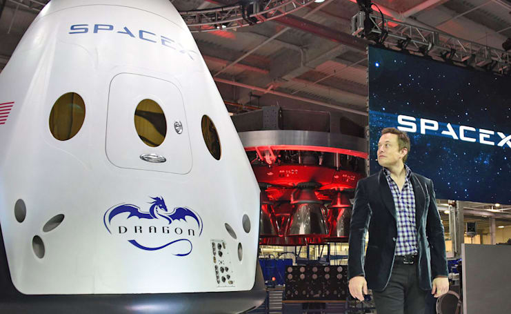 SpaceX delays first manned Dragon capsule launch until 2018