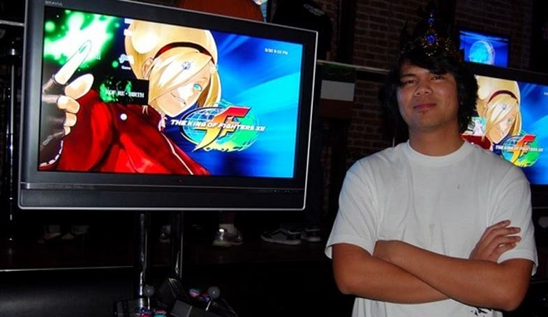 King of Fighters wins giant arcade unit, paper crown