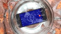 Google Pixel im Tauchbad