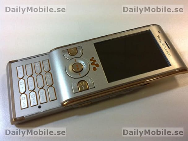 Sony Ericsson W595 headed to Europe in Sandy Gold hue