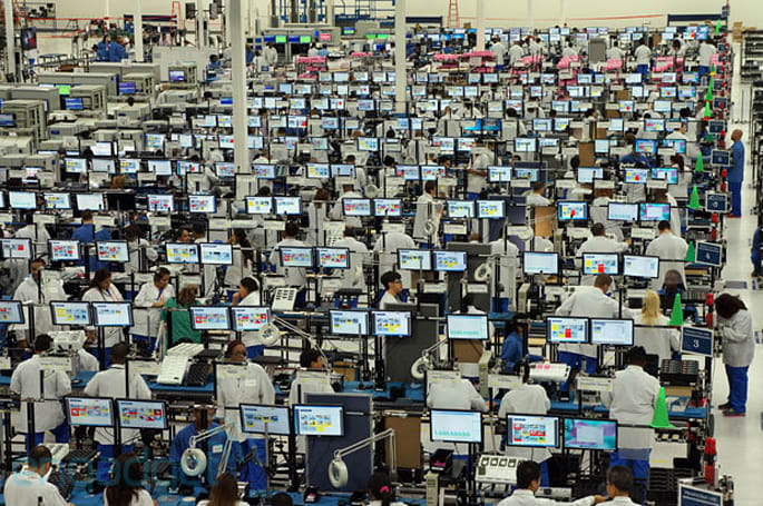 Visualized: Inside the Moto X factory