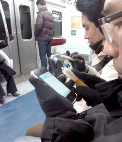 South Korean iPhone users turn to sausages as a cold weather 'meat stylus'