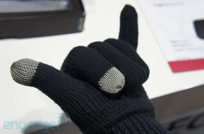 Hi-Fun's call-receiving Bluetooth gloves, hands-in (video)