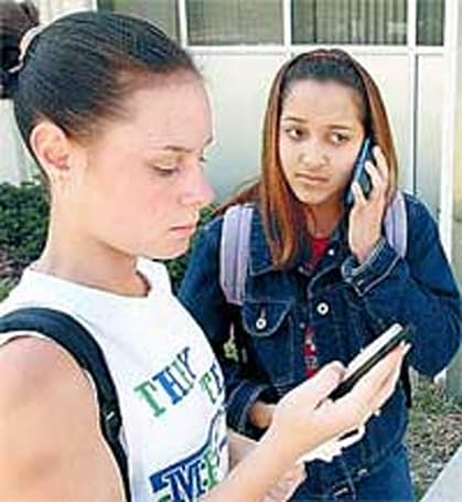 Italy bans cellphones in classrooms