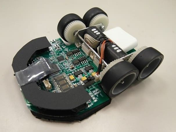 Micromouse robot completes maze in under four seconds (video)