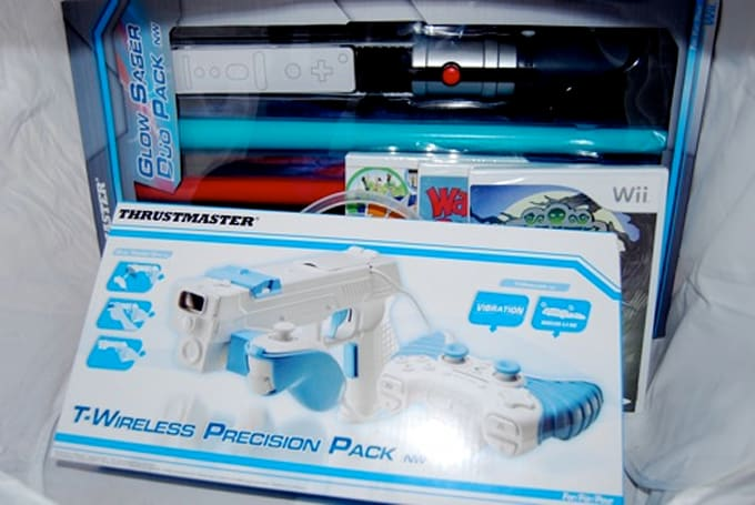 Joyswag Holidaze: Wii Glow Saber Duo & Precision Pack + three games