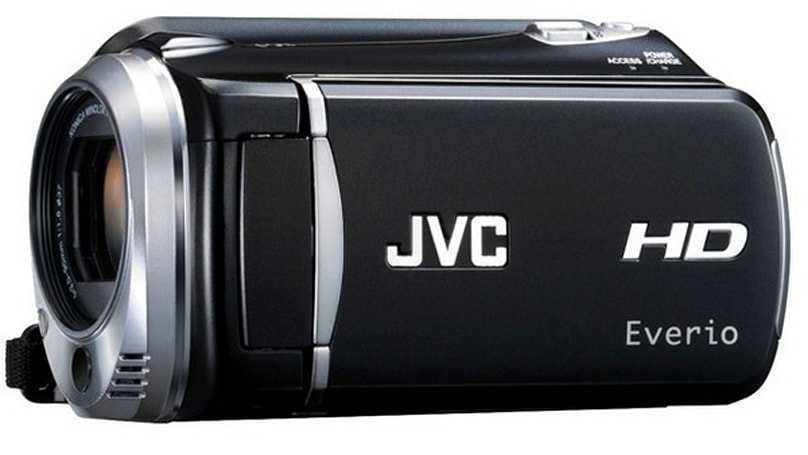 JVC's Everio GZ-HD620 crams 1080p sensor and 120GB storage into world's smallest HDD camcorder