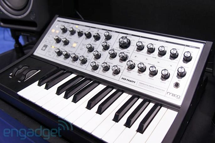 Moog Sub Phatty analog synthesizer hands-on (video)