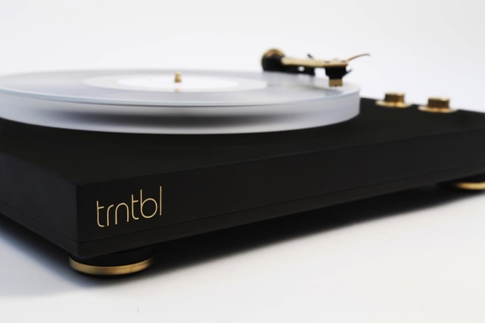 VNYL's wireless turntable lets your pals follow along on Spotify