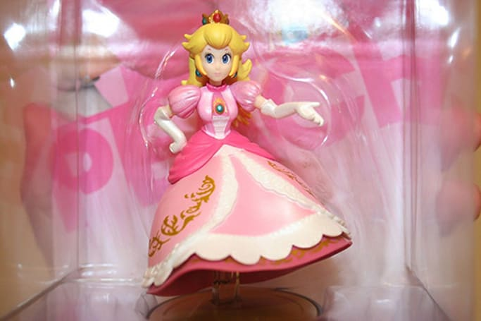Bidding tops $25,000 on Peach amiibo with missing legs