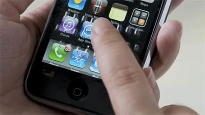 4iThumbs overlay adds a tactile keyboard to your iPhone... sorta (video)