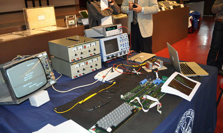 $211,000 Apple-1 up and running, wants to know what this 'cloud' thing is all about