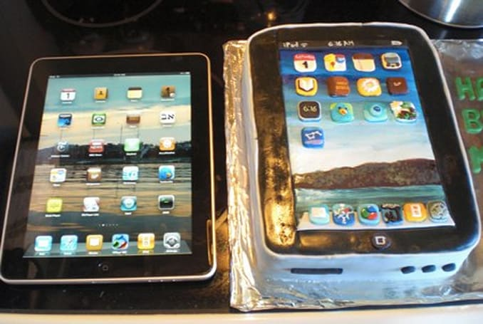 An iPad cake that looks as good as it probably tastes
