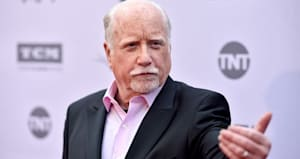 richard dreyfuss clarifies that he s alive and amp not julia louis dreyfus s father