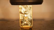 Next-Level-Quetsch: 1 kg Gold in der Hydraulikpresse