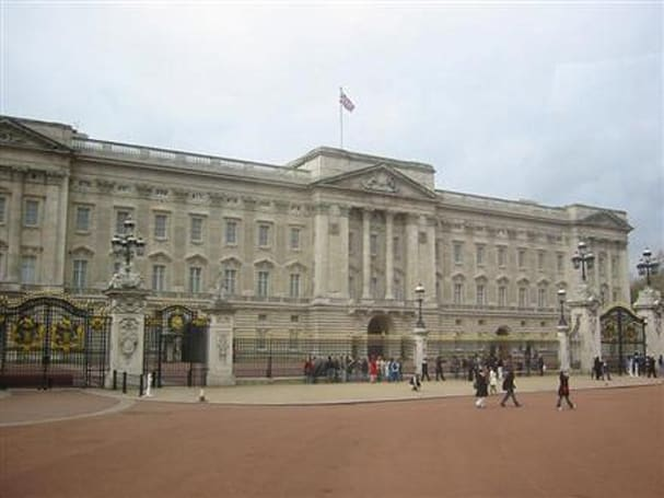Buckingham Palace orders 100 Samsung flat panels to watch UK's three channels