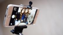 Major museums start banning selfie sticks