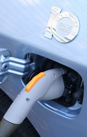 SAE and Zigbee team up to make plug-in cars charge smarter
