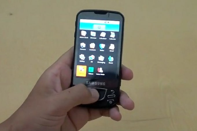 Samsung's I7500 Android phone shreds in first hands-on video