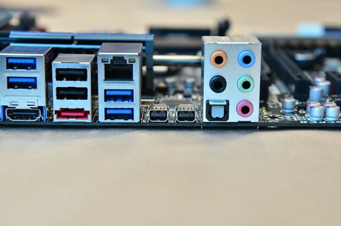 Gigabyte Z77X-UP5 TH motherboard provides a double dose of Thunderbolt ports