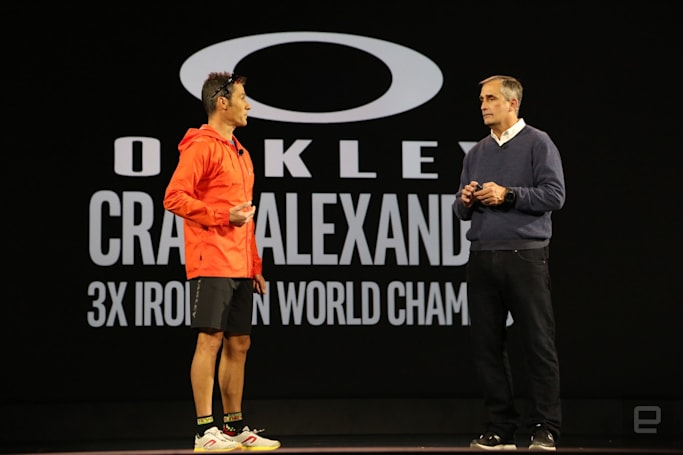 Intel and Oakley present sports glasses that coach you