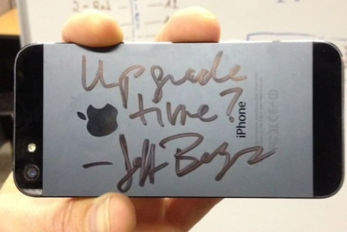 Amazon CEO scribbles on customer's iPhone after Fire phone event