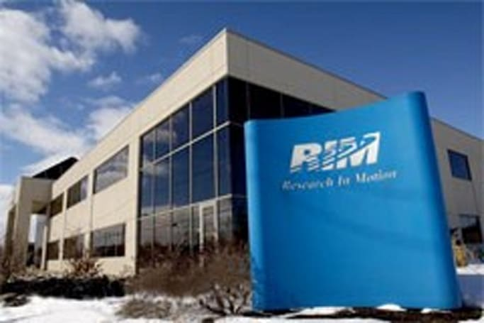RIM earnings show strong revenue and growth, but weak guidance for the months ahead