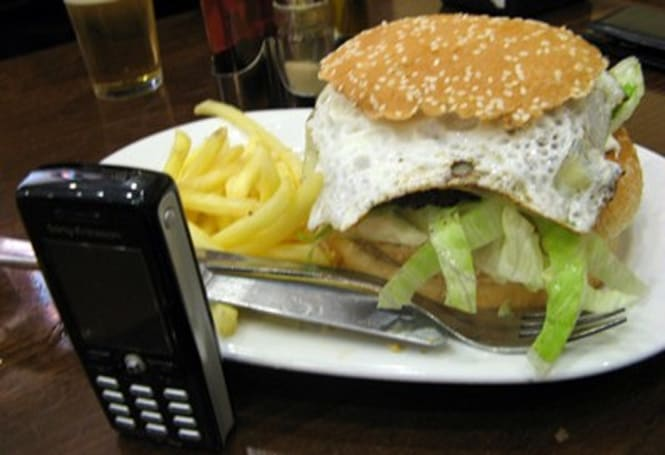 Cameraphone app analyzes your meal, disgusts you with factual calorie counts