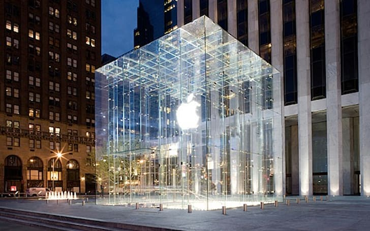 Fifth Ave Apple Store is NYC's fifth most-photographed location
