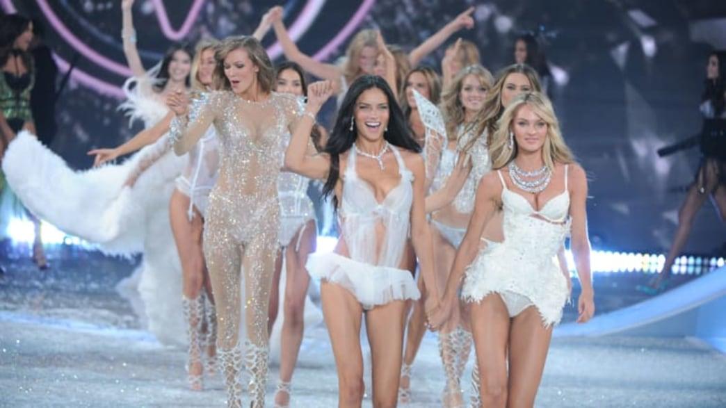 Watch a live stream of the Victoria's Secret Fashion Show PRE-SHOW!