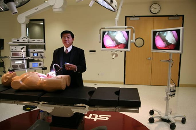 Stryker Endoscopy intros world's first wireless HD surgical display