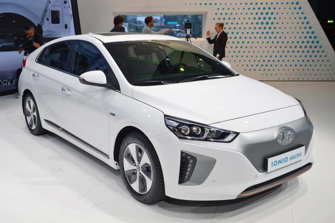 2017 Hyundai Ioniq triplets electrify New York