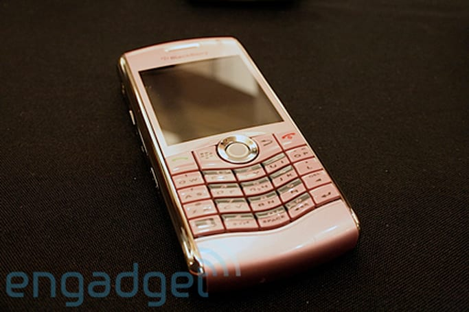Hands-on with Sprint and Verizon's new BlackBerry 8130 color choices