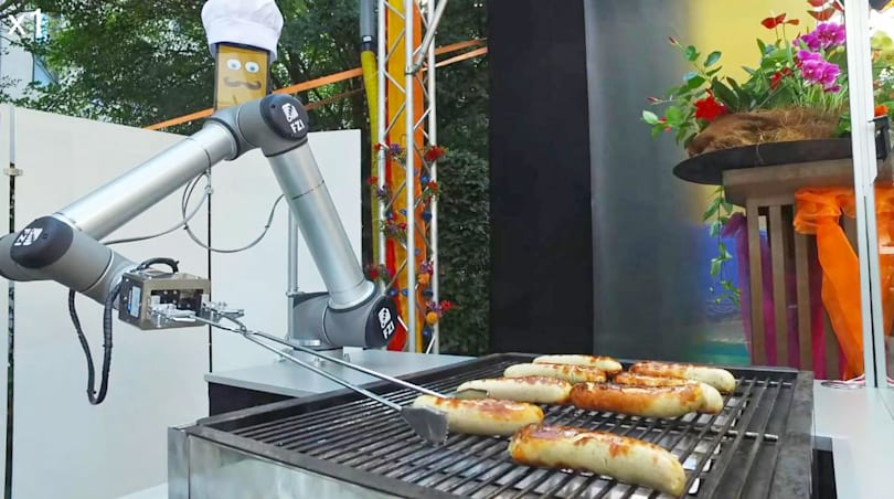 BratWurst Bot takes orders, then cooks and serves sausage