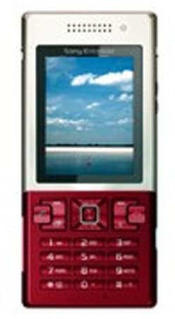 O2 starts offering Sony Ericsson's T700 Red Gold