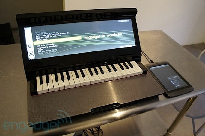 Yamaha Vocaloid on Miselu Neiro synth: exclusive hands-on at Google I/O 2012 (video)