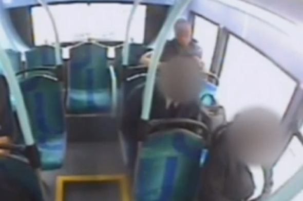 man-strangles-bus-passenger-with-scarf-video