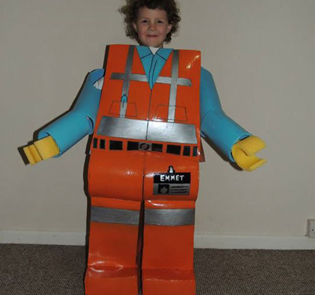 sc 1 st  HuffPost UK & Dad Makes Life-Size Lego Costume For Daughter After Seeing Lego Movie