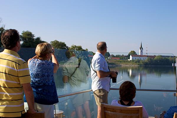 danube river cruise passengers