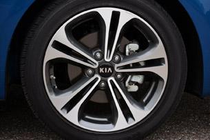 2014 Kia Forte wheel