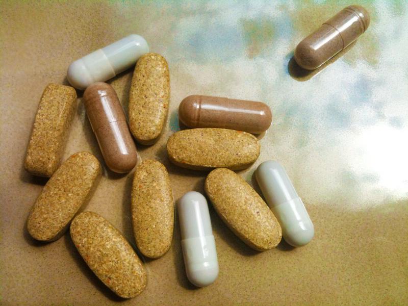 Multivitamin Multivitamins vitamins close nobody pills medication consumer reports on Multivitamins