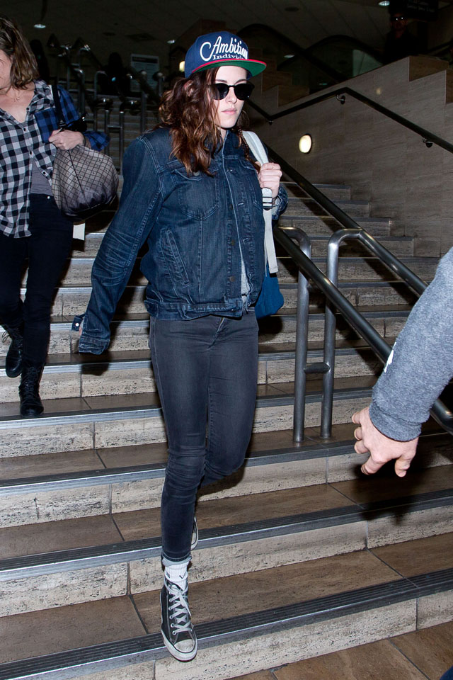 LOS ANGELES, CA - JANUARY 18: Kristen Stewart is seen on January 18, 2014 in Los Angeles, California.  (Photo by GVK/Bauer-Griffin/GC Images)