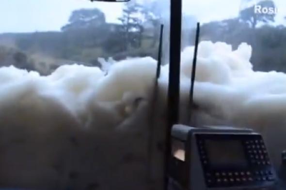 bus-swamped-10ft-wall-seafoam-cornwall