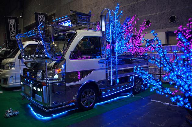 【大阪オートメッセ2014】トラックもダウンサイジング!? 軽トラのデコトラが登場!