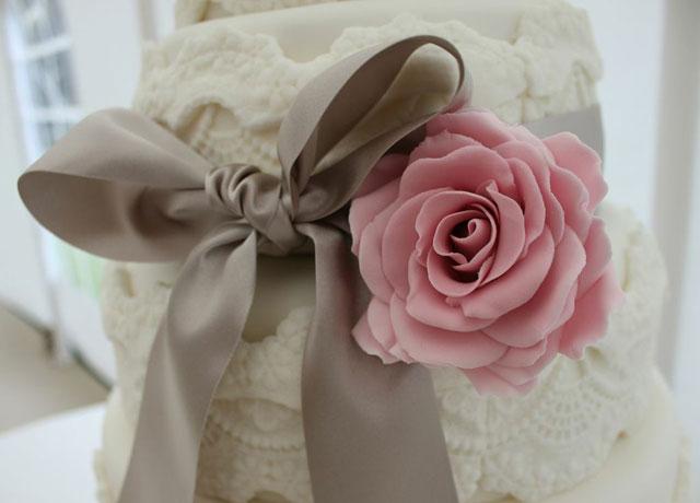 wedding-cake-lace-detail