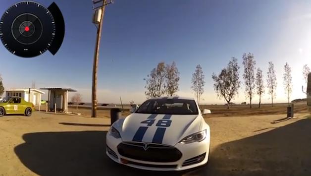 【ビデオ】テスラ「モデルS」が砂漠の中のサーキットを走行!