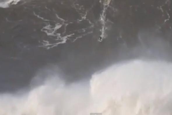 british-surfer-andrew-cotton-rides-worlds-biggest-wave-portugal