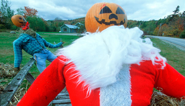 CW57CK Halloween Dummy Dressed as Santa Claus, Wilmington, Vermont