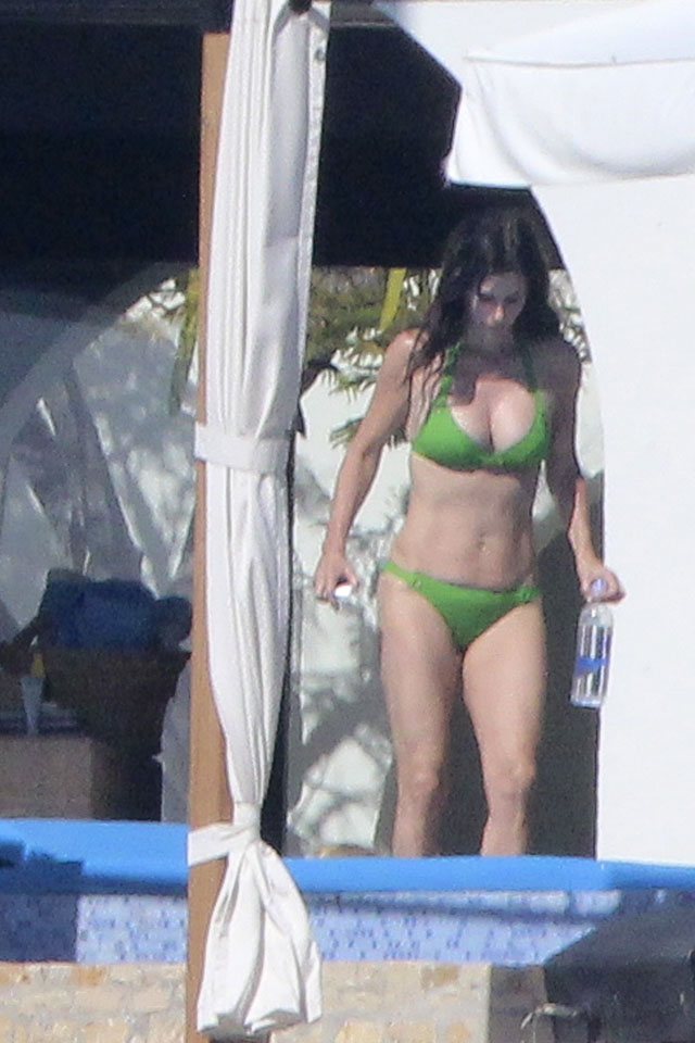 Jennifer Aniston and Courteney Cox show off their amazing bodies, while accompanied by Justin Theroux, Howard Stern and pals on their New Year's holiday in Los Cabos, Mexico. <P> Pictured: Courteney Cox  <P> <B>Ref: SPL674022  301213  </B><BR/> Picture by: Clasos.com.mx / Splash News<BR/> </P><P> <B>Splash News and Pictures</B><BR/> Los Angeles: 310-821-2666<BR/> New York: 212-619-2666<BR/> London: 870-934-2666<BR/> photodesk@splashnews.com<BR/> </P>