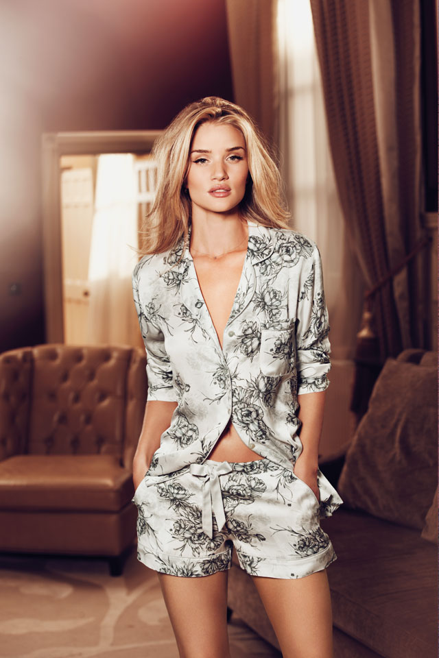 rosie-huntington-whiteley-pyjamas